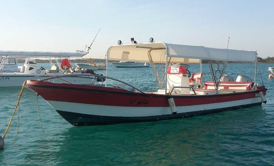 قارب جنات البحر