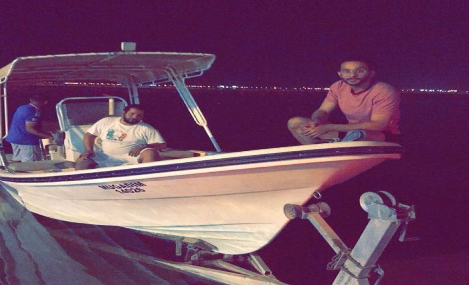 قارب مجدم للرحلات البحرية