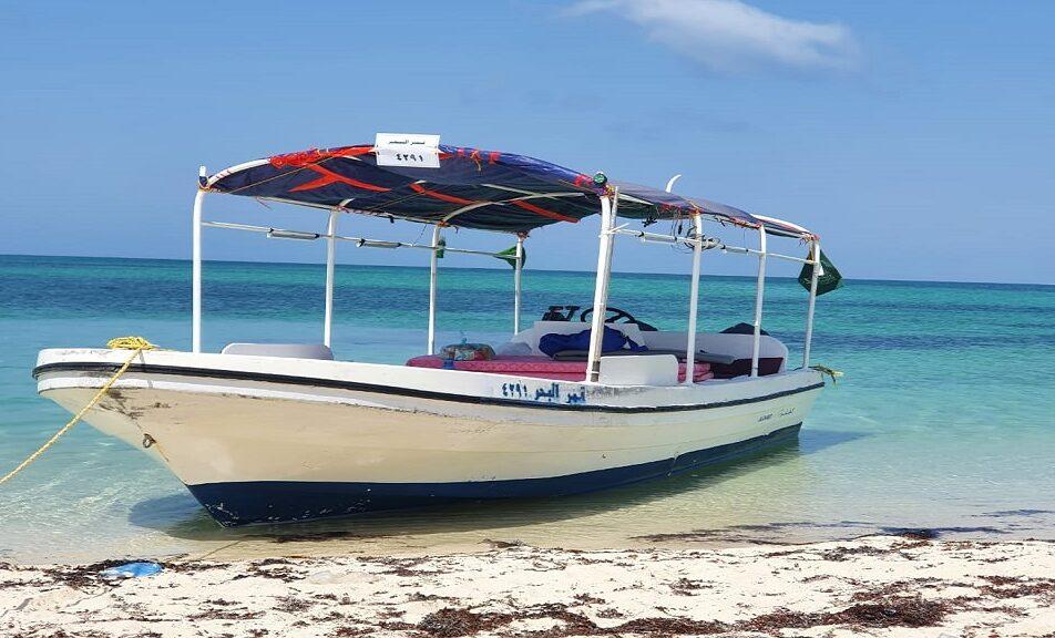 قارب قمر البحر